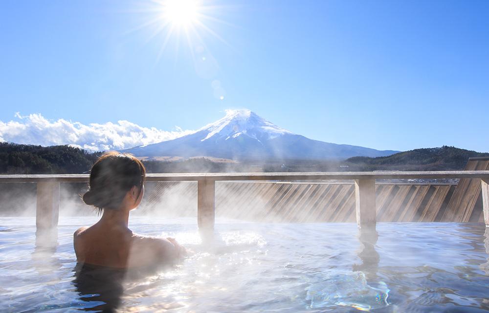 可眺望富士山的露天溫泉浴池