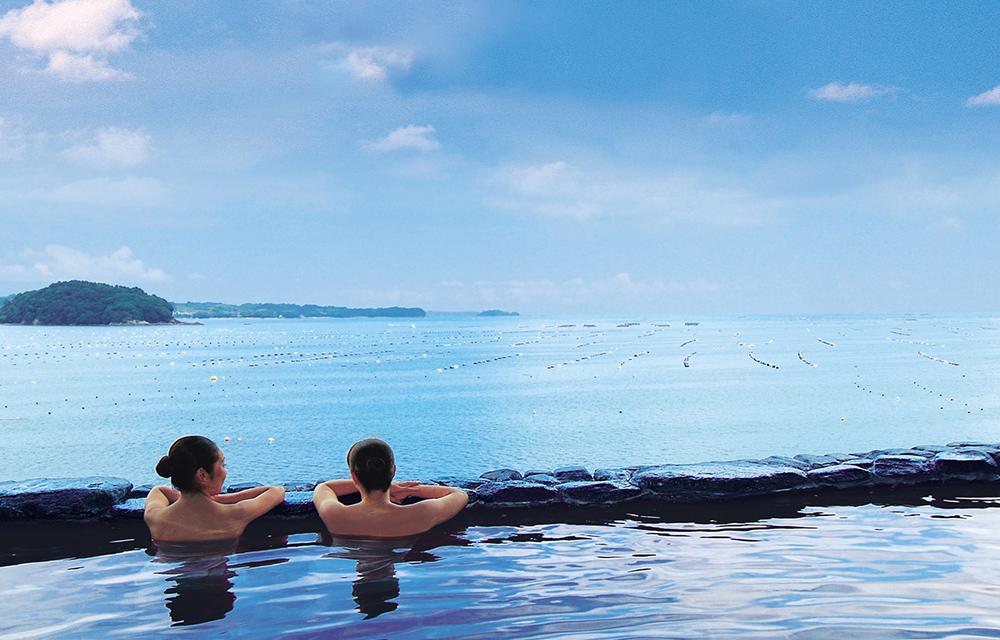 可眺望太平洋的露天溫泉浴池