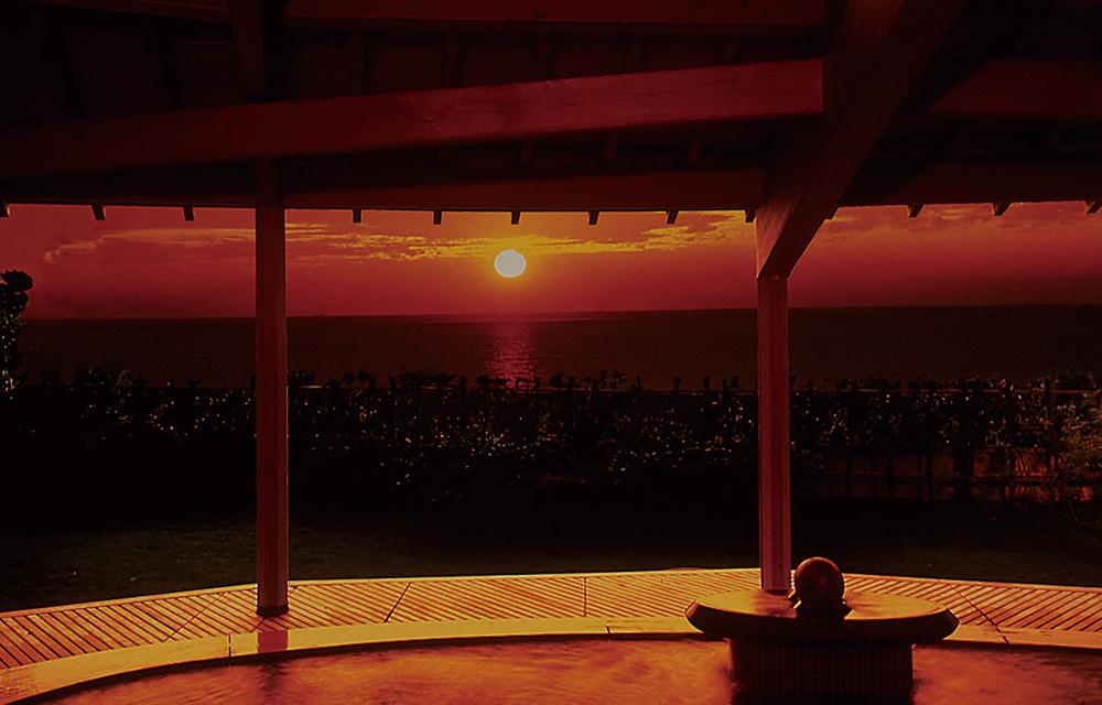 從露天溫泉浴池眺望的夕陽