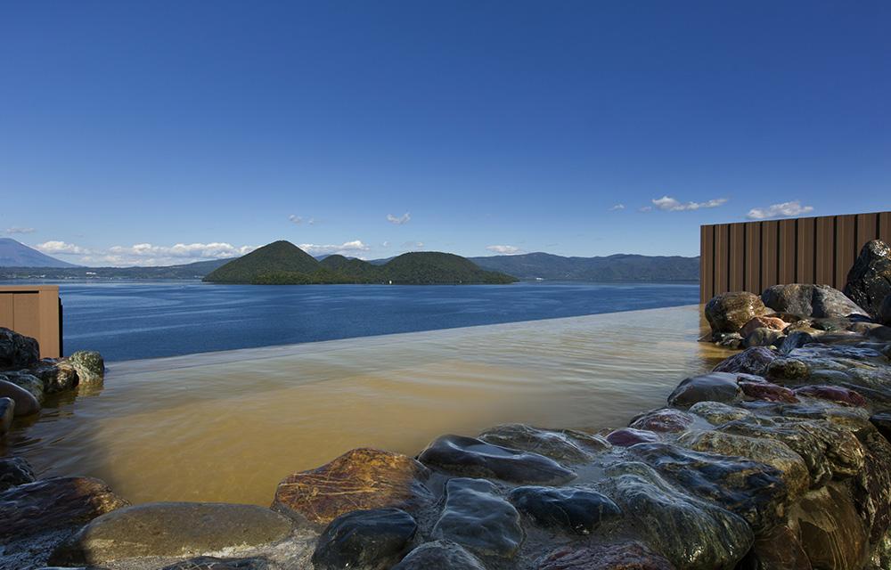 洞爺湖を一望する露天風呂