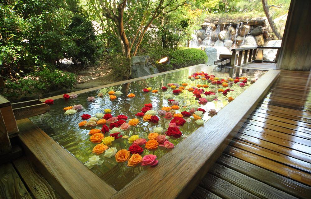 限定女性的玫瑰溫泉浴池