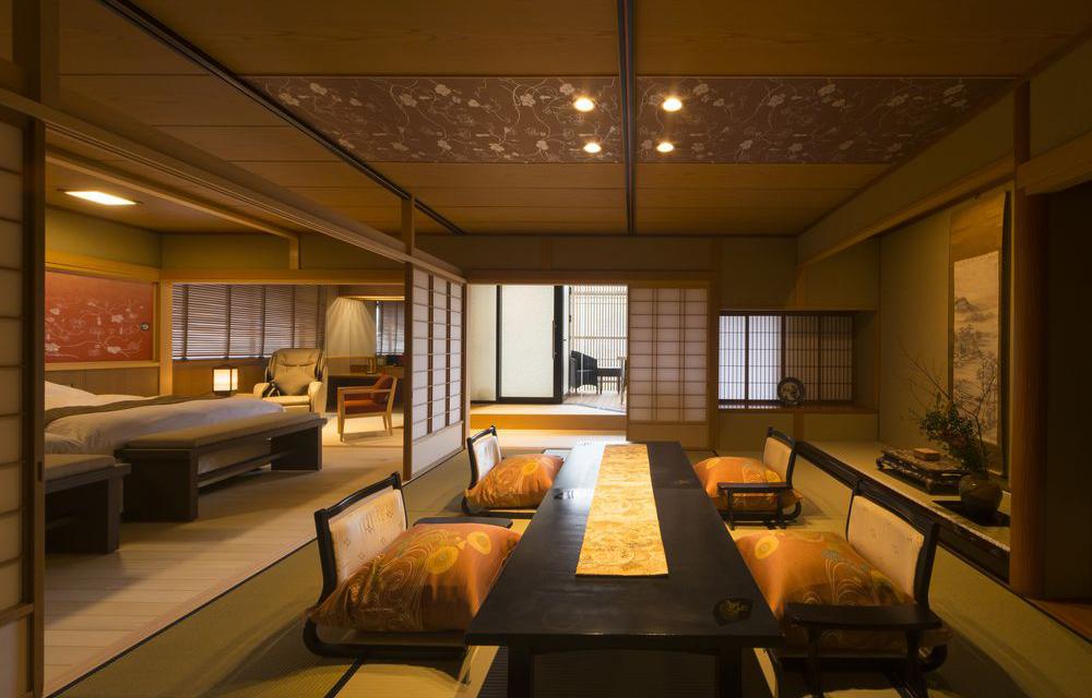 附設露天溫泉浴池的豪華日式西式客房