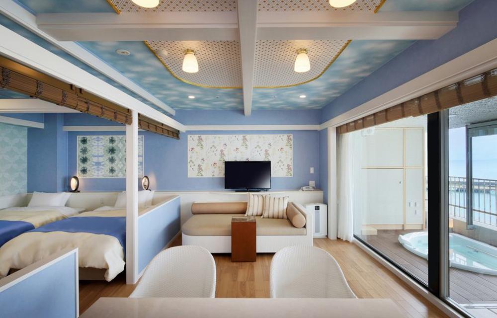 附設露天溫泉浴池的西式客房