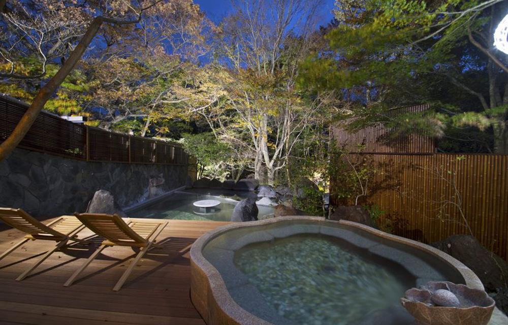 露天溫泉浴池