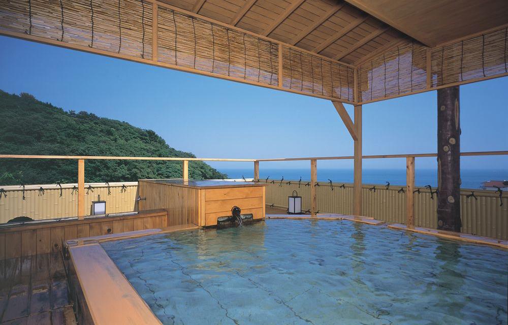 空中露天溫泉浴池