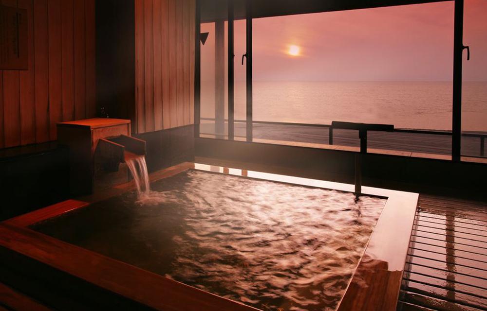 展望露天檜木溫泉浴池